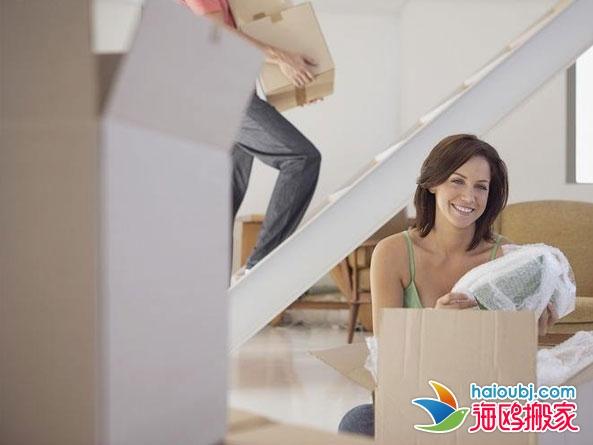 居住在昆明翠湖湖畔的外国朋友成功搬到新家