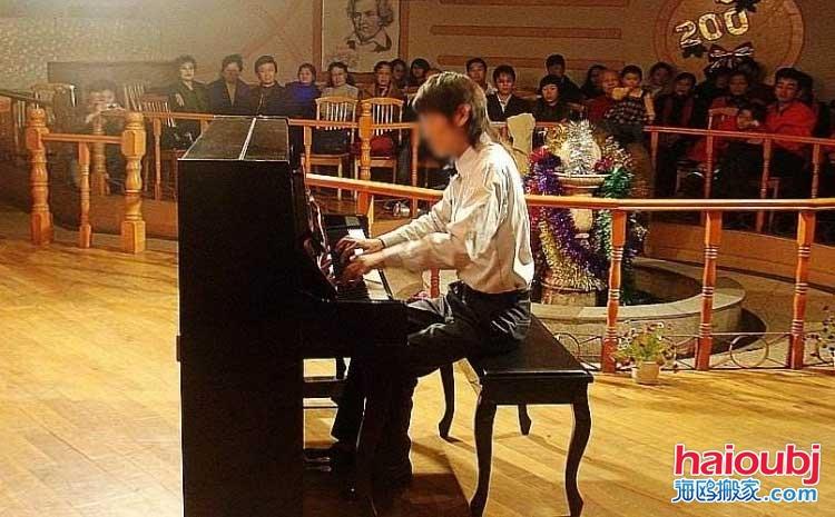 不少人都会在网上搜索这样的相关词语来找到自己满意的钢琴搬运公司,他们都希望能够很好的将自己的心爱之物搬运到自己优雅的环境中,为爱弹奏一曲美妙的旋律,通过自己的钢琴表达内心的喜怒哀乐,钢琴家们都是生活中的语言家,美妙的旋律在历史长河中终将成为艺术品。.jpg