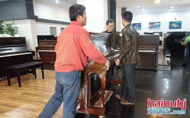 昆明学校钢琴搬运,昆明钢琴yabo亚博公司,昆明钢琴培训机构搬钢琴,钢琴搬运价格.jpg